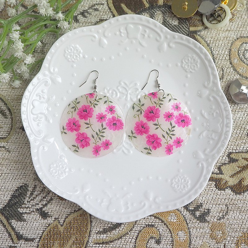 Antique earrings | Shell-like pink flowers | BMA078