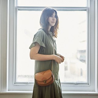 Monita handmade leather arc shoulder bag caramel