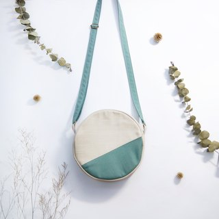Early autumn color matching small round bag - melancholy blue sky