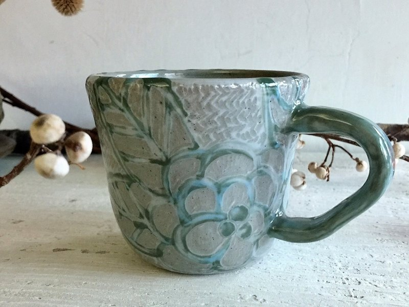 Blue pattern camellia line coffee cup _ pottery mug