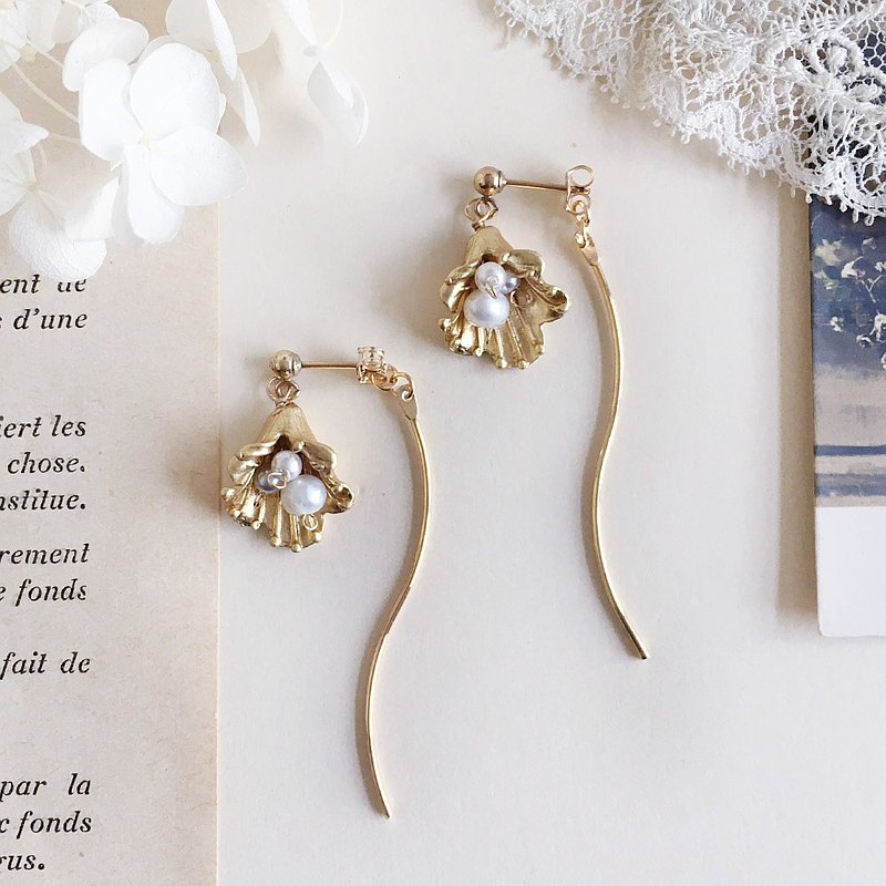 14kgf Freshwater pearl and metal flower back catch earrings OR non-hole earrings 21gb02 Ear needles / earrings