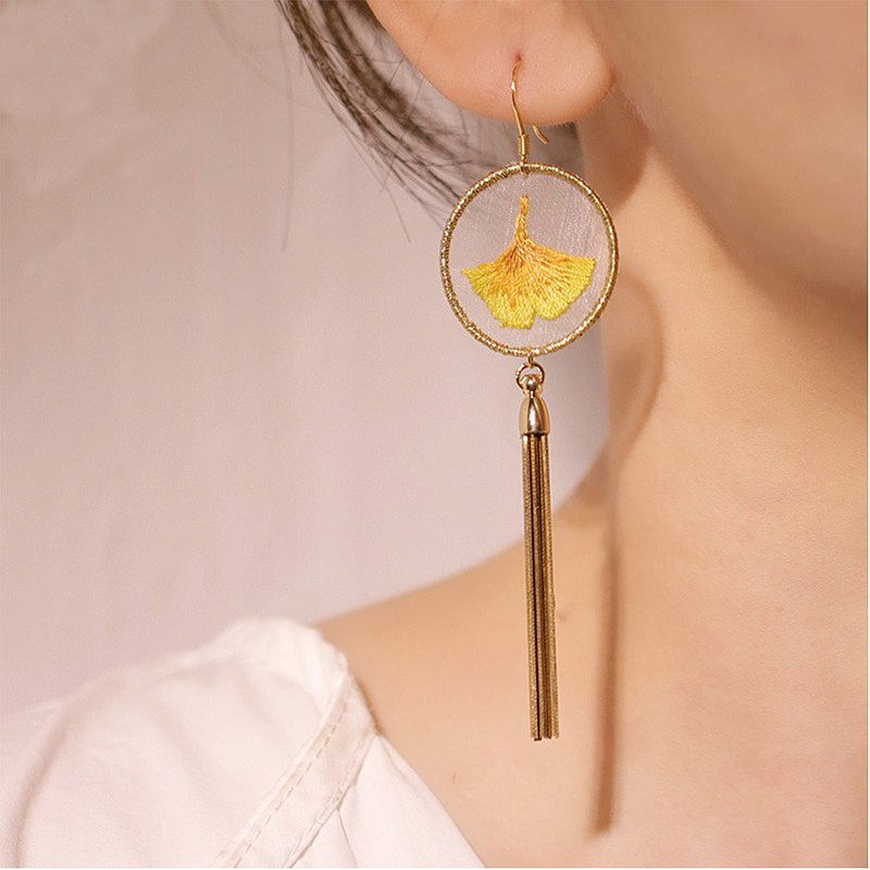 Yuansen hand-made handmade double-sided embroidery simple Japanese style art sweet personality embroidery leaf earrings