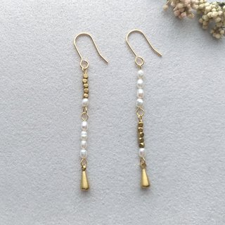 E009 sway 2 - brass pearl pin / clip earrings