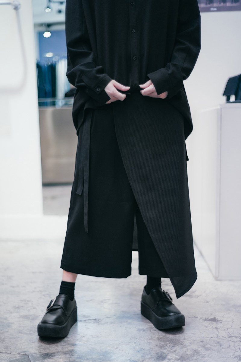 Beveled tailored hakama