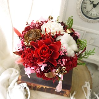 Memories of red memories. The warmest dry flower gift