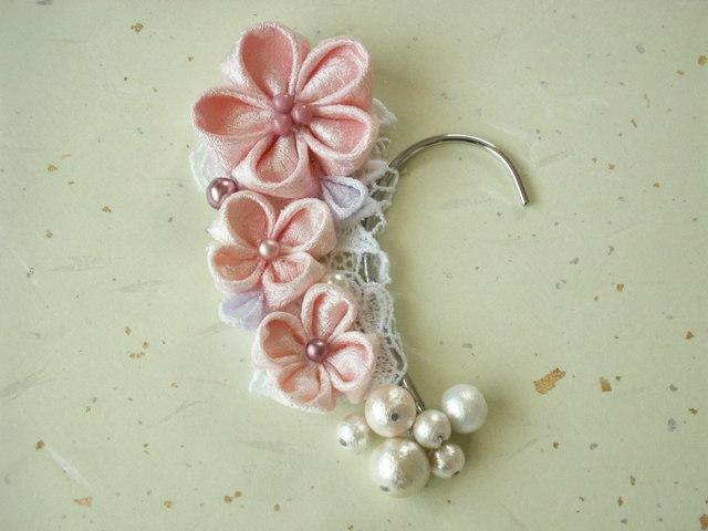 Pink ear hook ♪ made with knob crafted old cloth (kimono fabric)