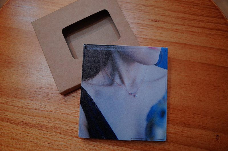 <云游视界@pictour> Image creation with a small square mirror - the beauty of the collar