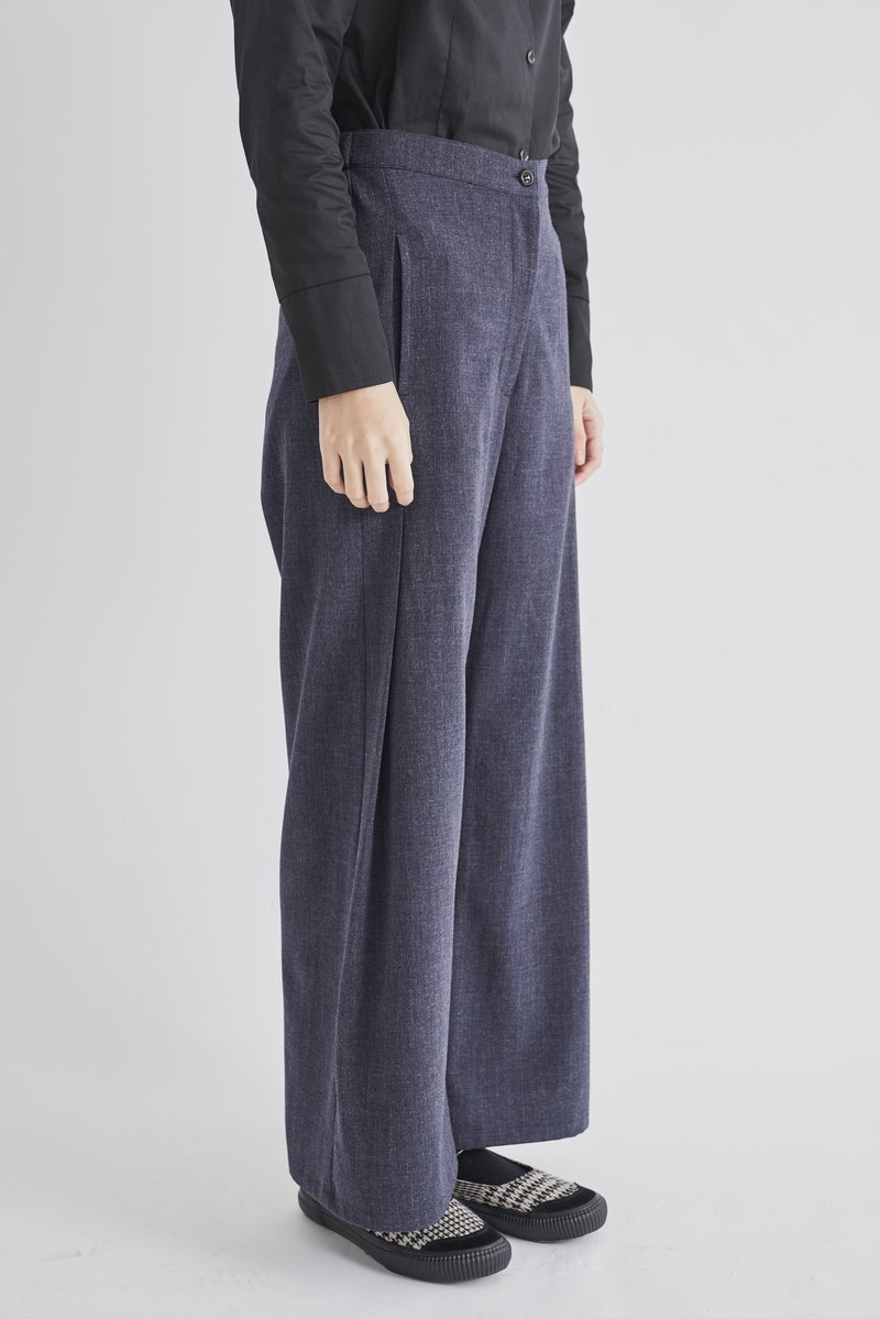 8 lie down . Big fold A-line trousers on both sides
