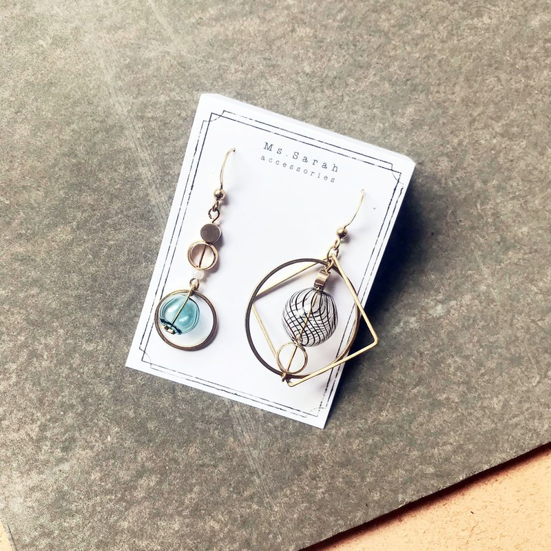 Exotic bubble _ brass earrings _ dark green and black line (can be changed)
