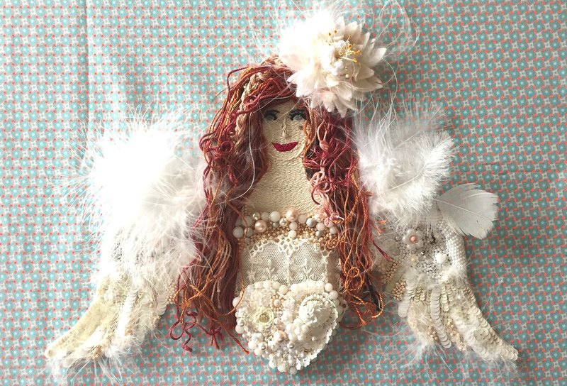 Ange au sourire   embroidery art beads angel white handmade