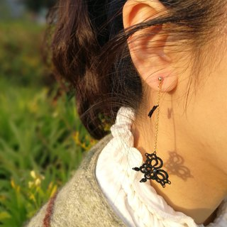 tatted lace butterfly earrings (black) / gift / Clip-ons
