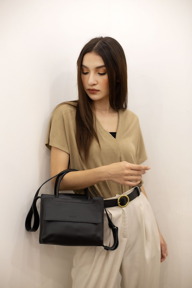 H-Folk Size L: Handle Crossbody สี Jet Black