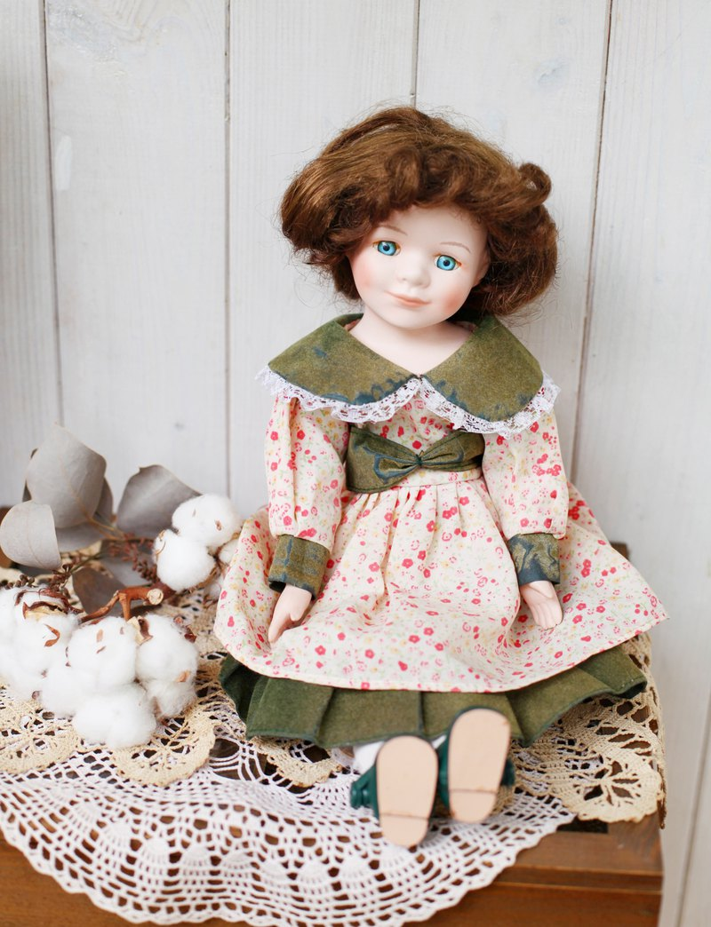 [Good day fetish] German vintage ceramic blue eye female doll
