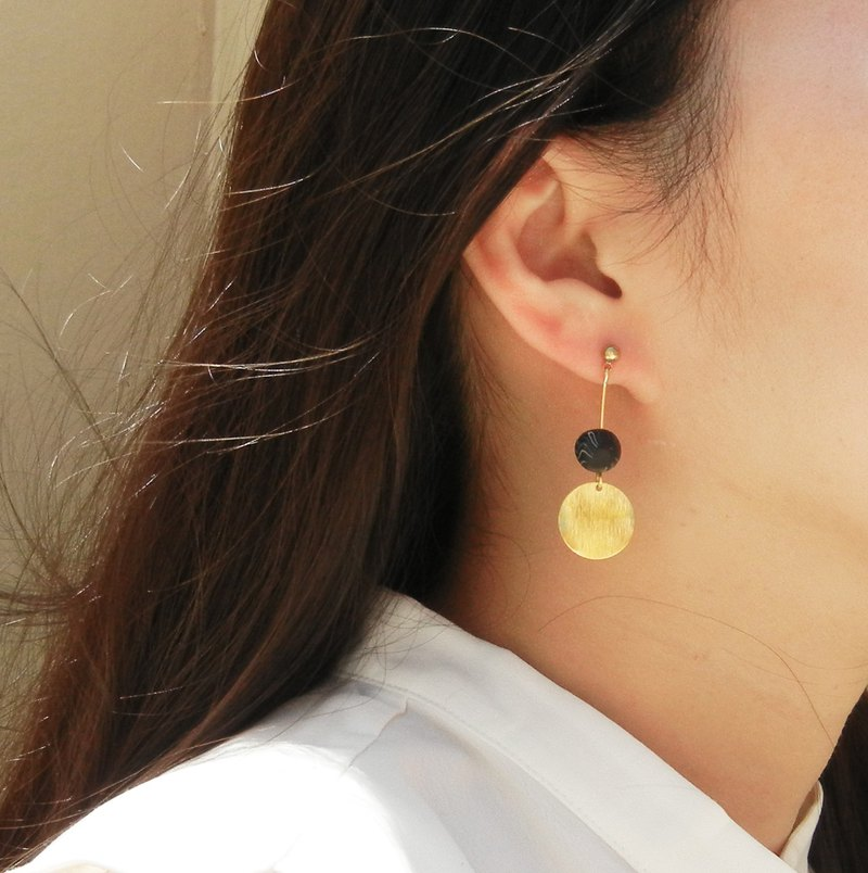 *coucoubird*cloud black beads brass earrings