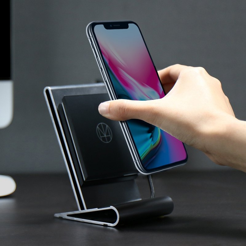 CoreStand WIRELESS CHARGER