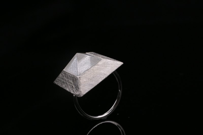 [I don't want pyramid] sterling silver crystal ring