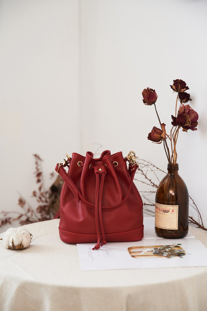 Small bucket bag port wine red