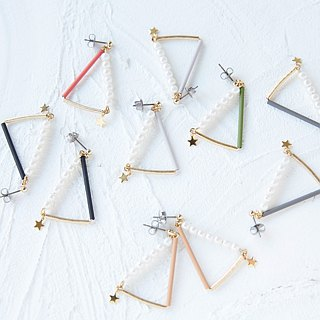 mini sankaku earrings pearl gray