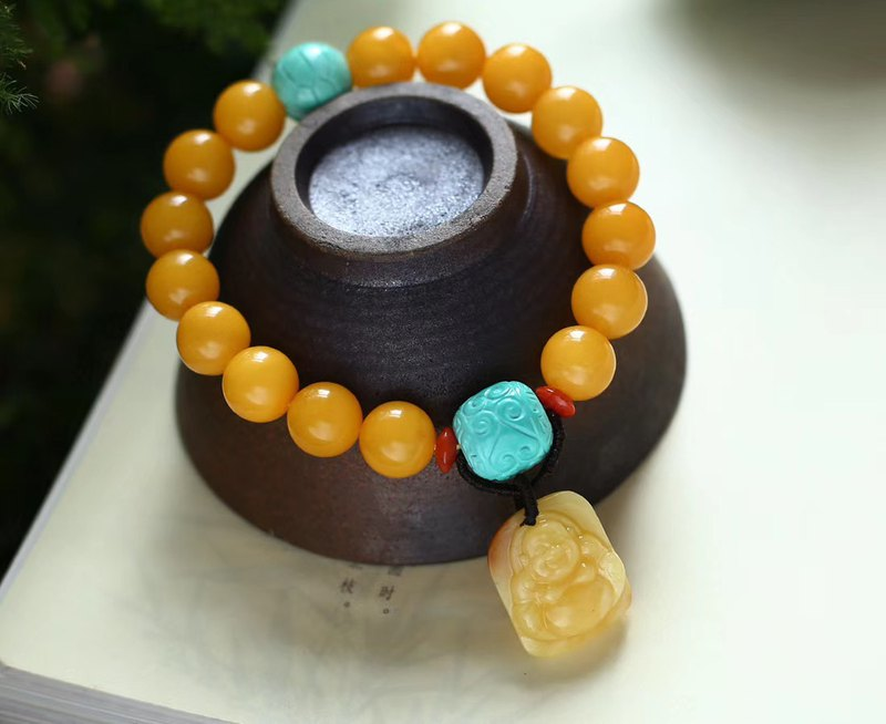 [Welfare price] Collection-grade natural beeswax full of honey chicken oil yellow bracelet embellished with beeswax Maitreya smiles often
