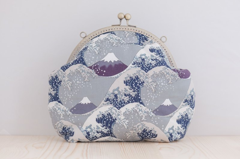 [Mt. Fuji and the sea wave] - cold blue retro metal mouth gold bag # carry bag