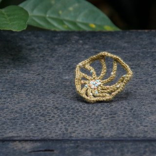 golden crochet earring L.