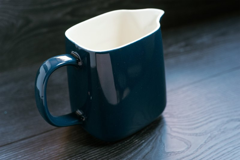 German-made Melitta-Stockholm antique cobalt blue milk jug ー