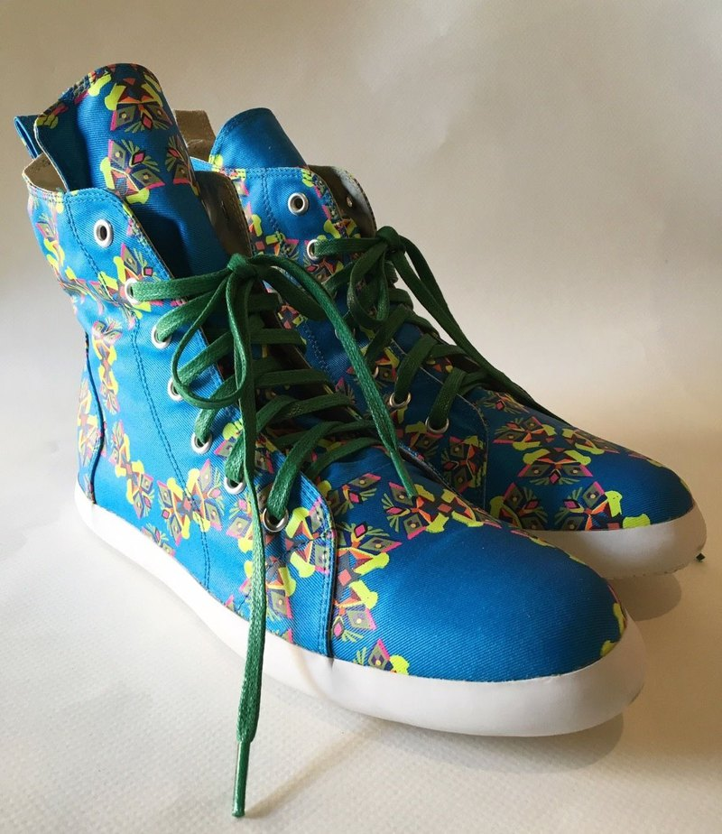 #CIRCULARBUTTERFLYANDFLOWERS #semibootsneakers (shoes/sneakers)