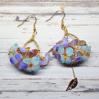 Miss Paranoid Miss Paradigm Hydrangea Dangle Asymmetric Resin Earrings (Blue + Purple)