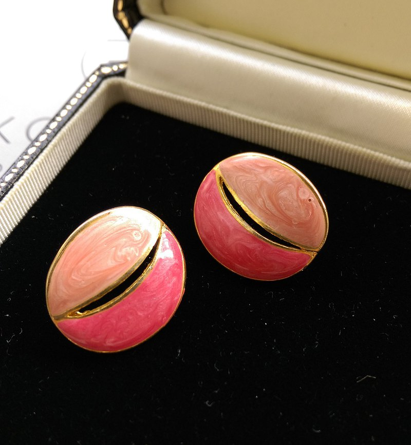 [Western antique jewelry / old age] 1970's pink enamel two-color needle earrings