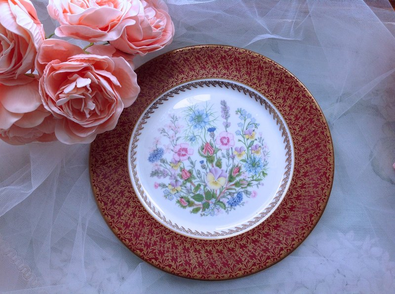 ♥ ♥ ~ Annie crazy Antiquities British Royal Queen Aynsley bone china made An Zili 1960 Aynsley 24k gold cake plate fruit plate inventory heart dish