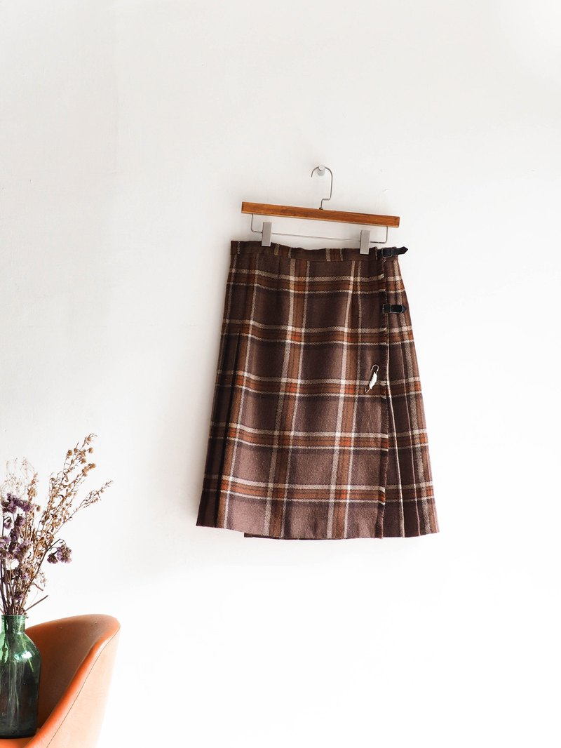 River water mountain - Saitama Yuko youth memory plaque tattoo sheepskin antique straight hundred fold skirt Japanese college students dress dress vintage