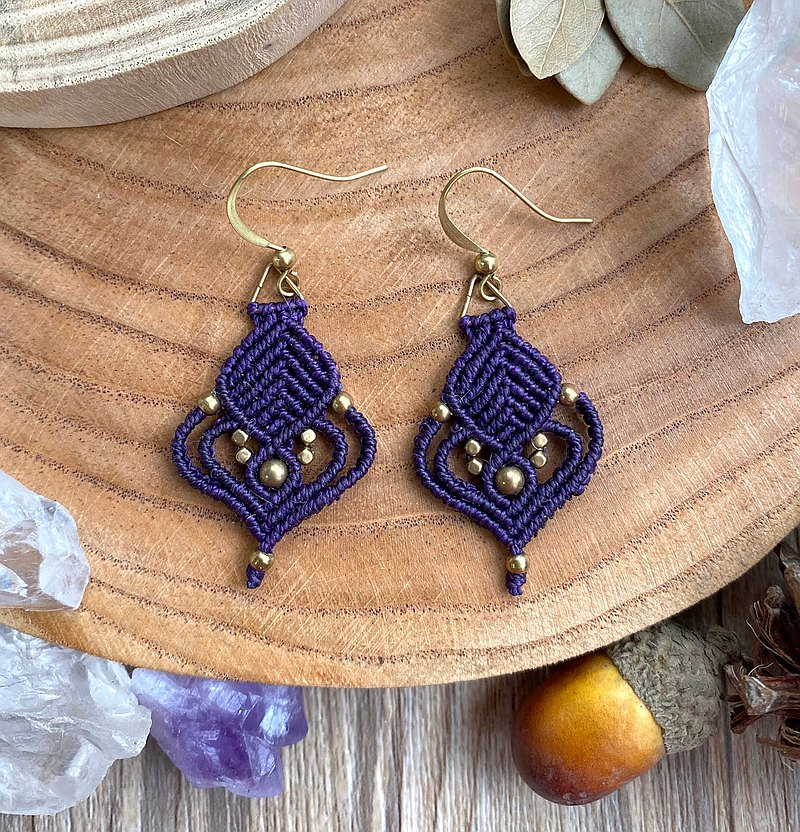Misssheep - A10 - macrame earrings with brass beads