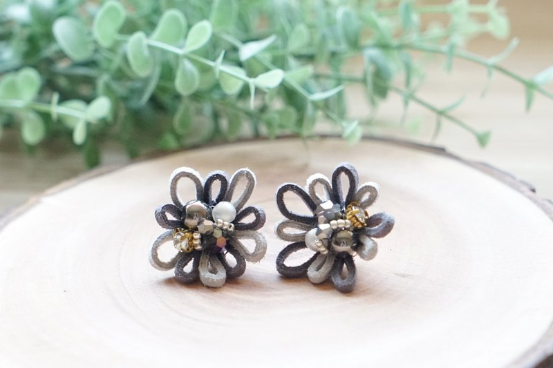 Blossom Flower - Suede Leather Cord Crystal Earrings - Gray