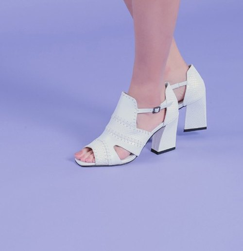 [Exhibition products clear]Line cross cross exposed toe rough leather sandals white