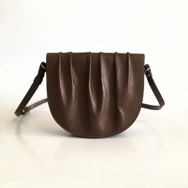Coffee flavor / large arc bag / dark brown / leather leather vegetable tanned leather / handmade saddle bag shoulder bag
