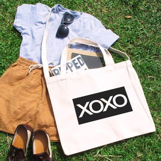 XOXO kiss hold the text of the wind canvas bag