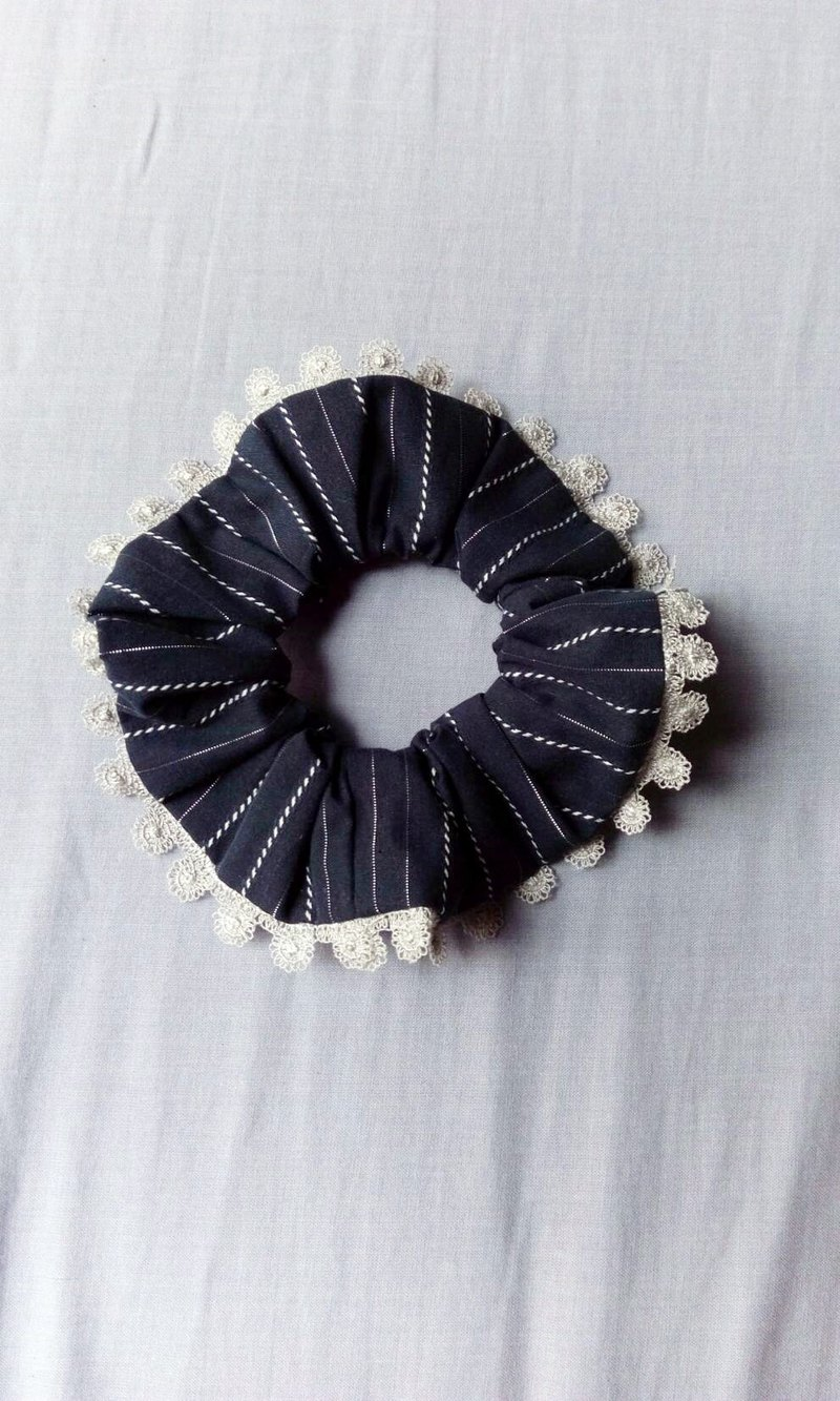 Plaid hairband  (trimmed with lace)