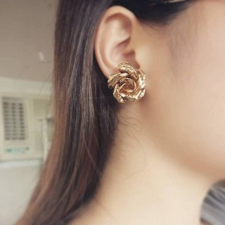 [Queen's Romance - Roll Flower] Old Golden Rose Vintage Earrings