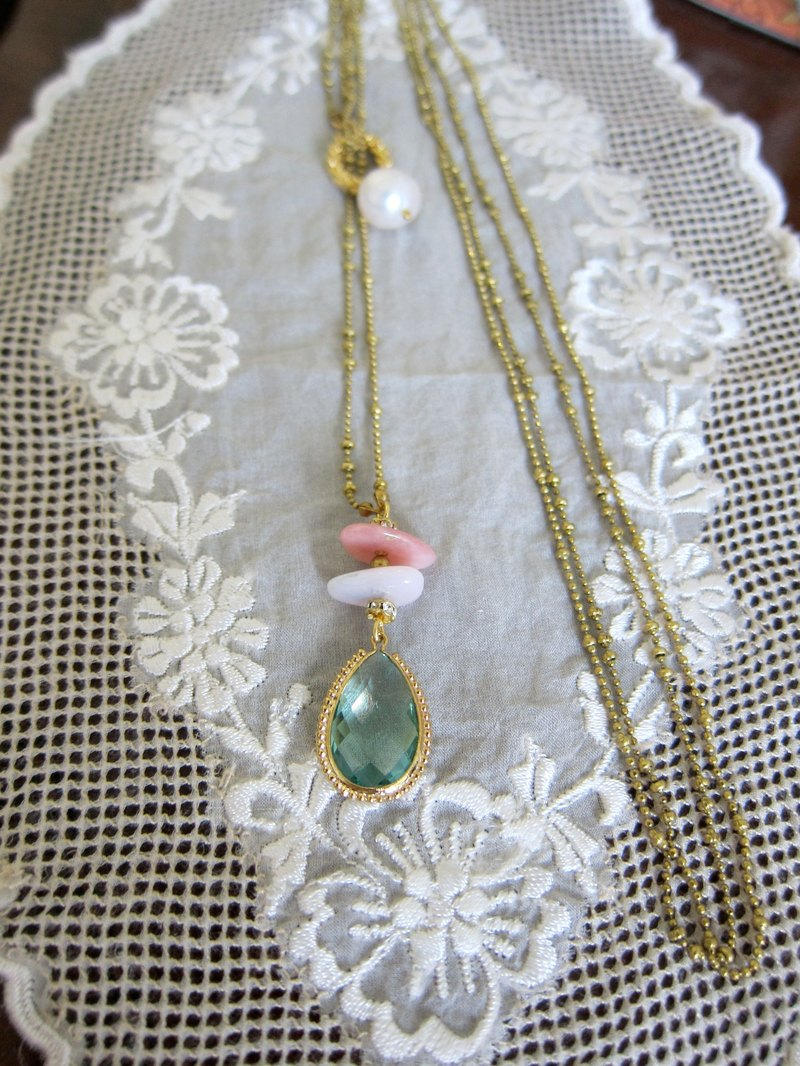 ∴Minertés = light green crystal, rose quartz, pearl, brass necklace ∴