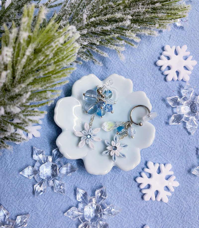 (Crystal of Winter Flowers and Snow) Fine work cloth flower folding beads ear bone clip つまみ工工