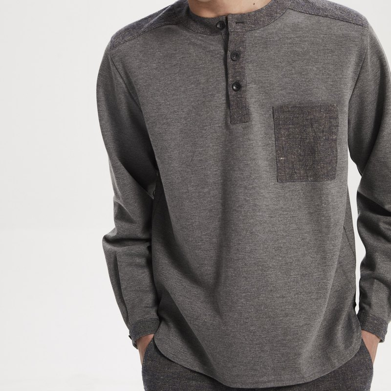 Gray knit crew neck shirt