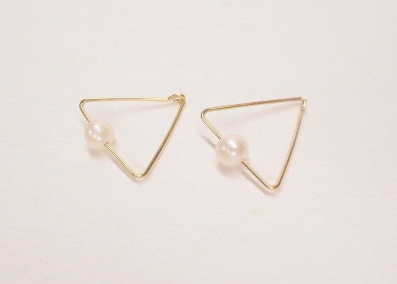 Ermao silver [Suya 14K gold pearl triangle earrings] a pair.