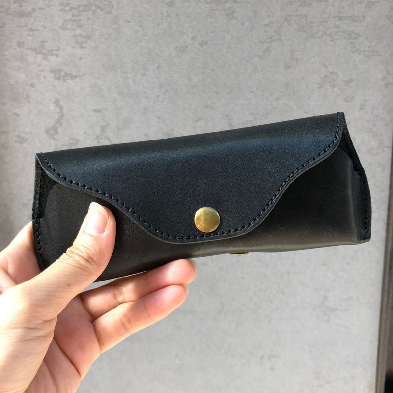 Classic leather glasses bag