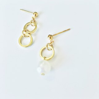 Marygo ﹝ ﹞ golden pearl earrings asymmetrical circle