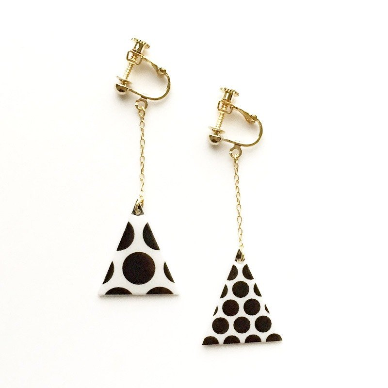 △ dot earrings (black)