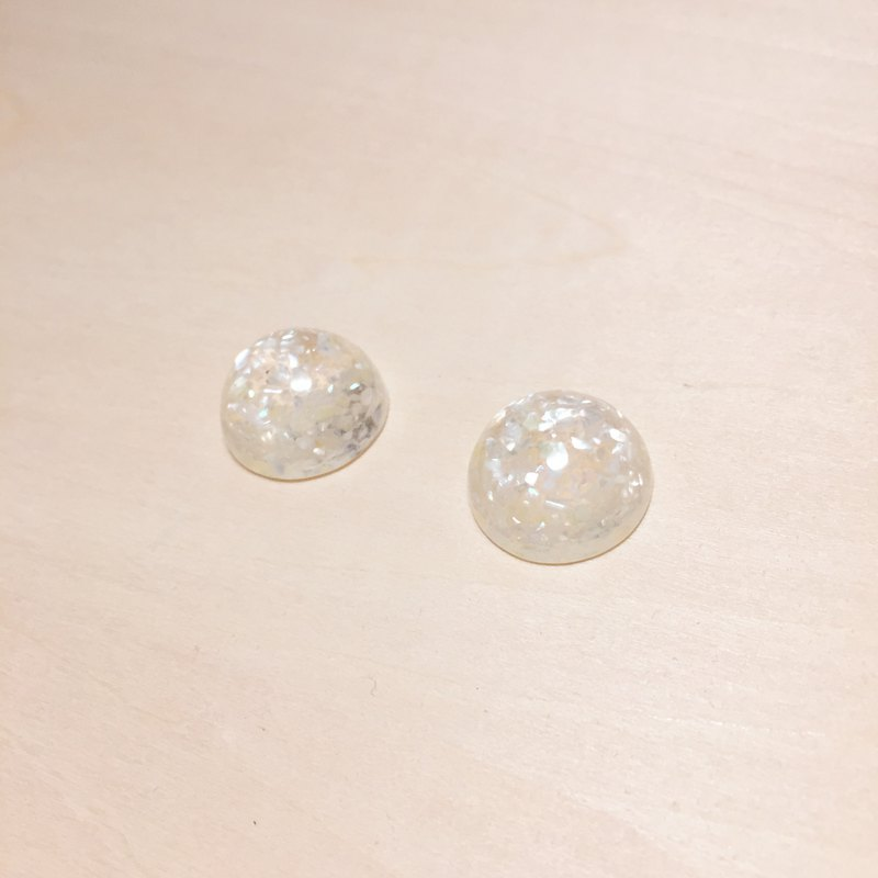 Vintage white broken shells ball earrings