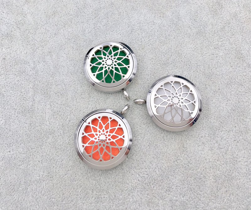 Stainless steel fragrance pendant / sacred geometry lotus / can be used as a key ring