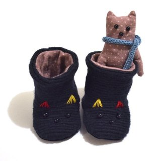Handmade Baby booties of the cat  (GIFTBOX)