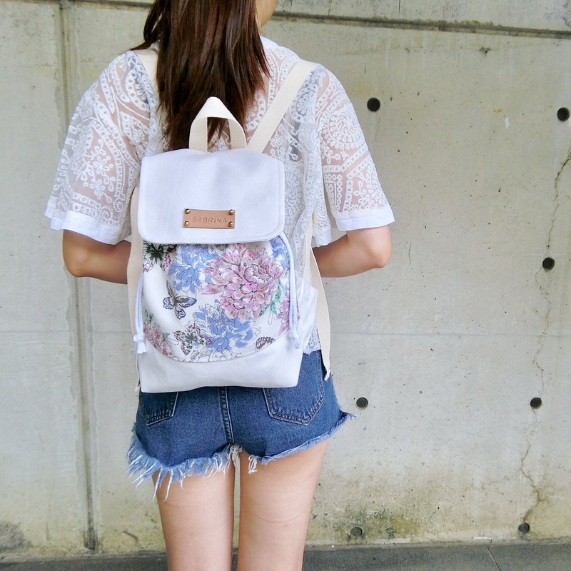 When hand-painted flowers meet the white backpack / gift free printed name leather superscript