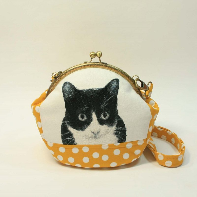Embroidery 20cmU mouth gold oblique bag 05 - black and white cat